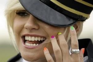 pixie-lott-bunte-fingernaegel-nagellack.2