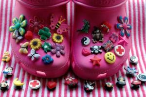Crocs mit Accessoires